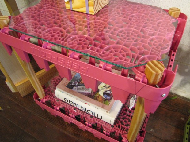 Soda side table (pink, detail)