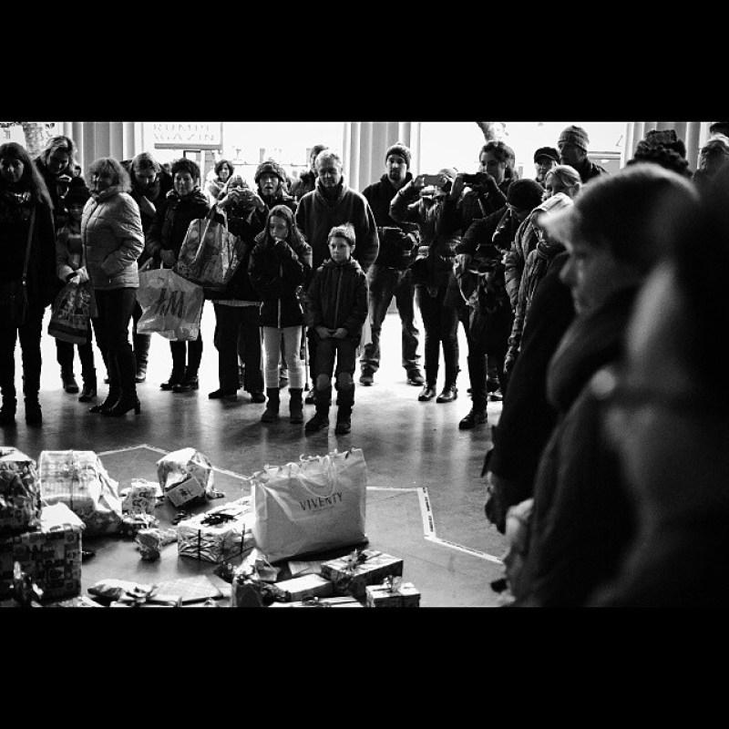 #flashwichteln mit der #designmetropole #aachen 5/5. #flashmob #wichtelmob #elisenbrunnen Instagram