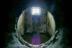 Cell Hole