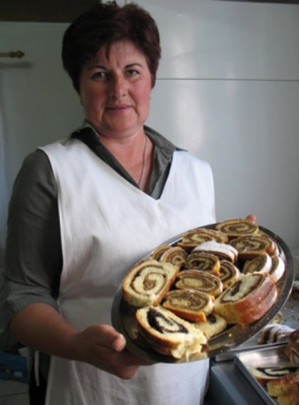 Štefica Horvatić sa svojim omiljenim starinskim slasticama (Snimila Božica brkan / Acumen)