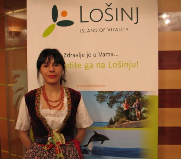 Sa zagrebačkog predstavljanja: Marija iz Nerežišća i nošnjom promovira svoj otok (Snimila Božica Brkan / Acumen)