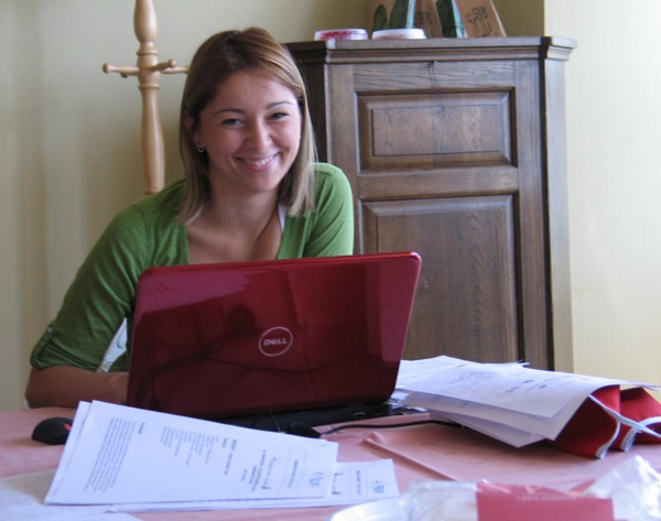 Maja Posavec, jedna od brojnih kriških volonterki, uspjela je slastice informatizirati (Snimila Božica Brkan / Acumen)