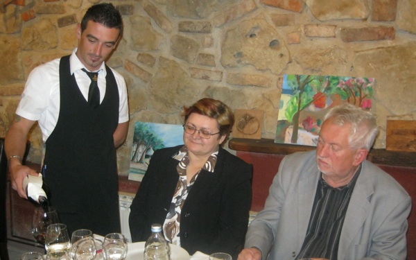 Mladi i talentirani Dugoselac Vedran Šimunec pronašao se u konobarskome poslu (Snimio Miljenko Brezak / Acumen)
