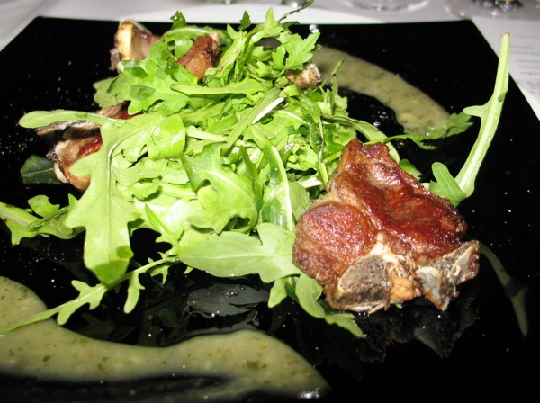 Umak od mente, kao i menta lijepo se slaže s janjetinom u salati (Snimila Božica brkan / Acumen)