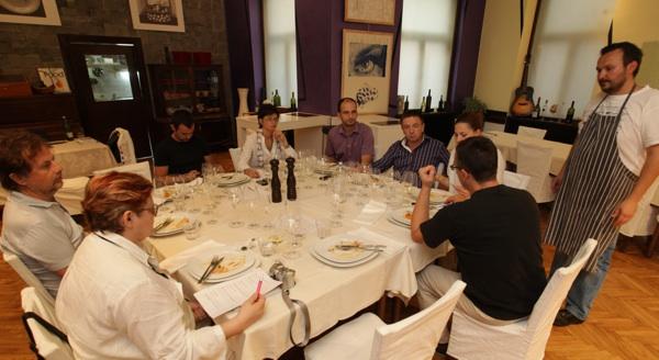 Koncentrirano sljubljivanje u Klubu Gastronomad (Snimio Ratko Mavar)