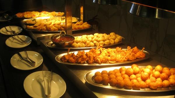 Dio jela svjetskih kuhinja ioz Maloga raja (Snimio Miljenko Brezak / Acumen)