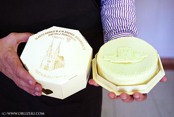 Dumančići su zaštititli suvenirsku tortu Bijeli zagreb  od badema, marcipama i bijele čokolade (Snimila Marina Filipović Marinshe / Acumen)