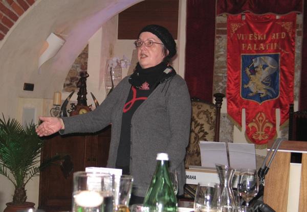 Autorica govori o knjizi na predstavljanju u restoranu Palatin u Varaždinu (Snimila Božica Brkan / Acumen)