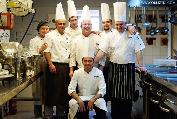 Iskusna mlada ekipa BlueSun hotela Kaj u Mariji Bistrici u svome kuhinjskome carstvu u svome kuhinjskome carstvu (Snimila Marina Filipović Marinshe / Acumen)