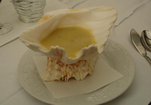 Jedna od brojnih varijacija juhe od kamenica odnosno školjaka (Snimio je Dino Migić)