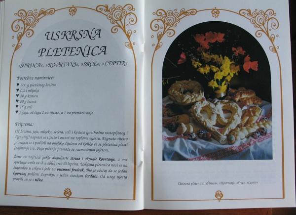 Stranice s uskrsnom pletenicom iz kataloga izložbe Vuzem...