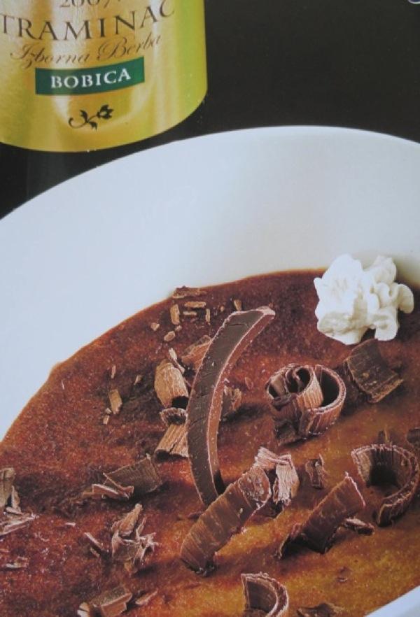 Ljubi se čak i s čokoladom, presnimljena fotografija Marija Hlače iz knjige Iločki traminac - princ s Principovca