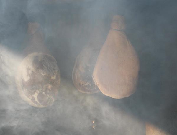 Šunke na dimu od graba ili bukve (Snimila Božica Brkan / Acumen)