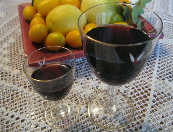 Kušali smo vinski liker iz čaša različite veličine, ali se nismo mogli opredijeliti iz koje je bolji (Snimio Miljenko Brezak / Acumen)