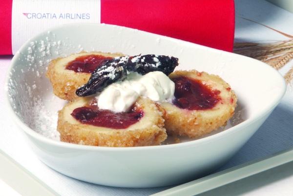 Nije nedostajalo ni tradicionalnoga finoga slatkog (Fotografija Croatia Airlines)