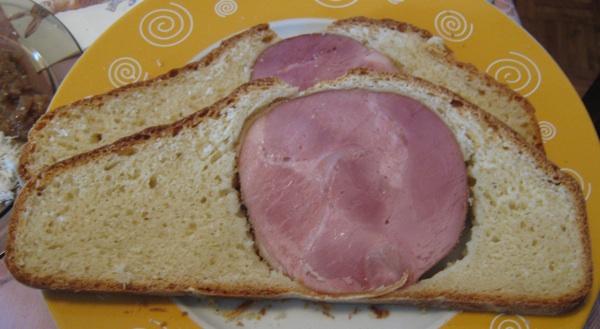 Šunka u kruhu po domaće (Snimio Igor Sitar / Acumen)