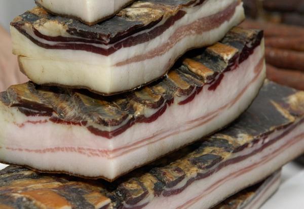 Domaća blago prošarana slanina iz varaždinskoga kraja (Fotografija Darko Gorenak)