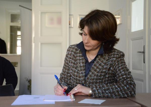 Koncentracija na potpisivanje važnih dokumenata (Snimio Rene Karaman / Menu)