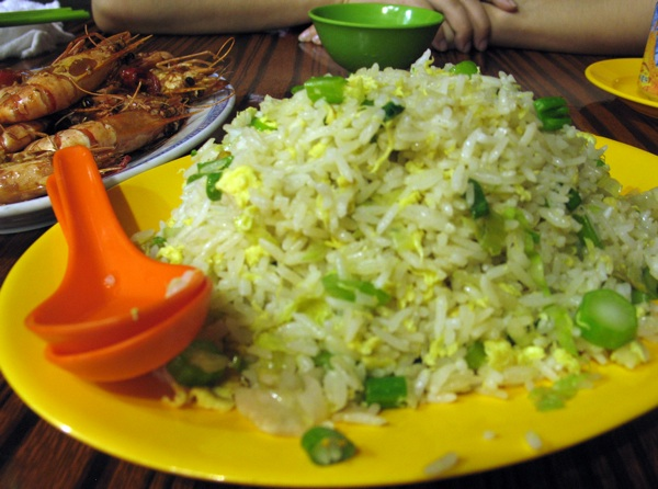 Hogn Kong, 2008.: jedno od u svijetu vrlo omiljenih jela riža pržena s jajima  (Snimio Ivan Brezak Brkan / Oblizeki)