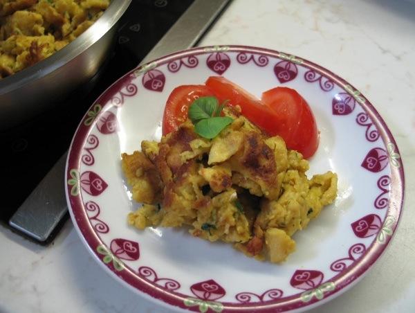Šmarne ili drobljenac u slanoj varijanti možete poslužiti s rajčicom ili sezonskom salatom (Snimila Božica Brkan / Oblizeki)