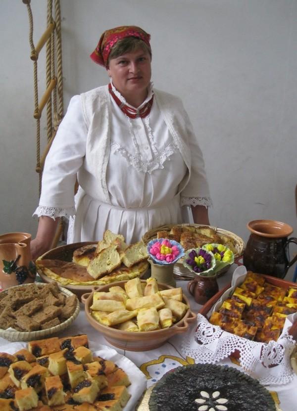 Gospođa Čivrag sa svojim stolom (Snimio Miljenko Brezak / Oblizeki)