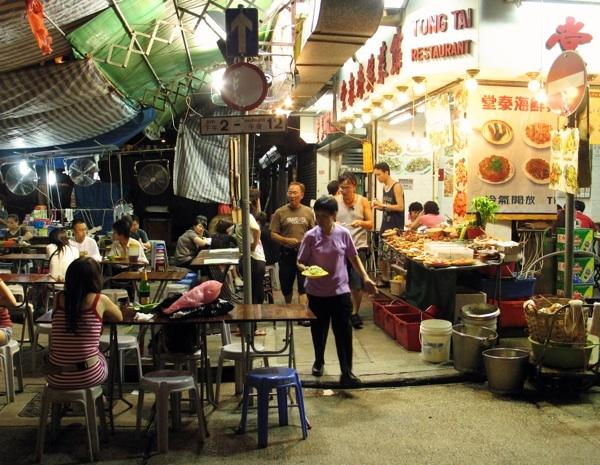 Jedan od brojnih hongkonških uličnih restorana (Snimila Marina Filipović Marinshe / Oblizeki)