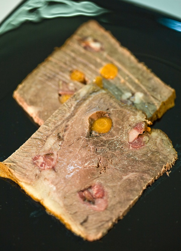 Našpikano pripremljeno meso prije dodavanja umaka (Snimio Igor Sitar / Oblizeki)