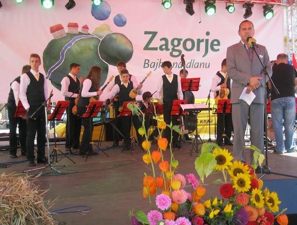 Luka Čuljak na pozornici 100 % zagorsko (Snimio Miljenko Brezak / Oblizeki)