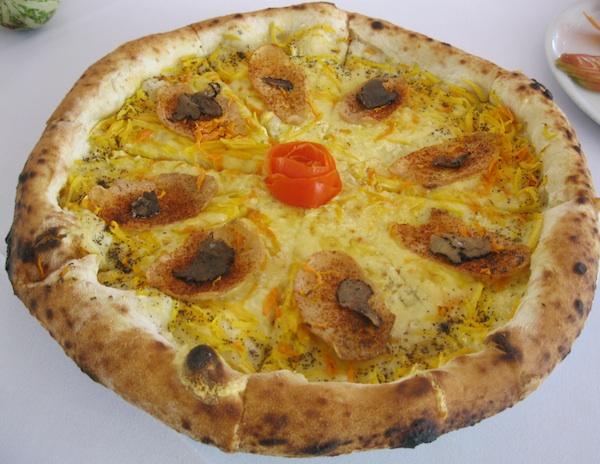 Pizza pizzerije Rošo (Snimila Božica Brkan / Oblizeki)