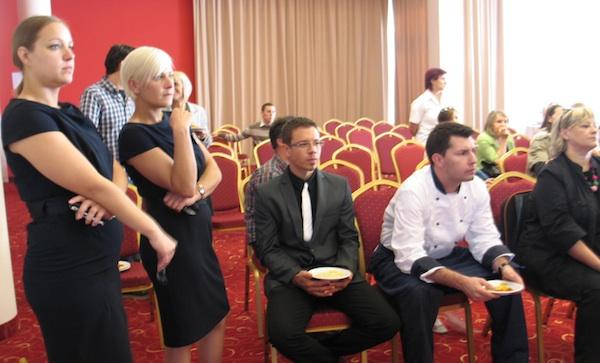 """Stručna publika napeto prati radioničko """"kuhanje"""" (Snimila Božica Brkan / Oblizeki)"""