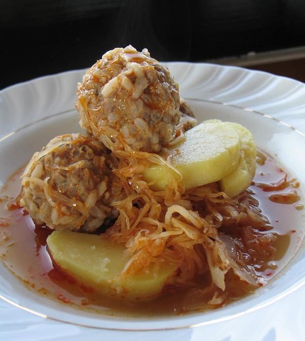 Nazovisarma poslužena s krumpriom kuhanim u ljusci I(Snimila Božica Brkan / Oblizeki)