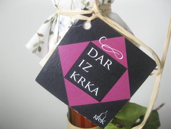 Liker od crnih maslina po staroj recepturi nađenoj u Krčkoj biskupiji jedan je od zanimljivih gastrosuvenira (Snimio Miljenko Brezak / Oblizeki)