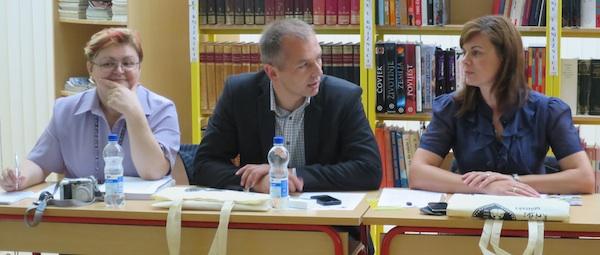 Moderatorica Božica Brkan, predsjednik LAG-a Moslavina Andrija Rudić pozdravlja skup, i tajnica LAG-a Moslavina Anica Lenart (Snimio Miljenko Brezak / Oblizeki)