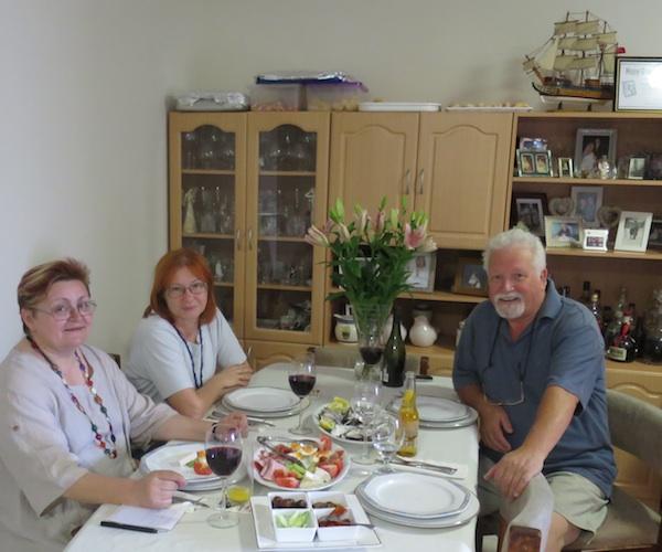 Za stolom: Božica Brkan, Željka Lovrenčić i Dennis Valcich (Fotografija: Oblizeki)