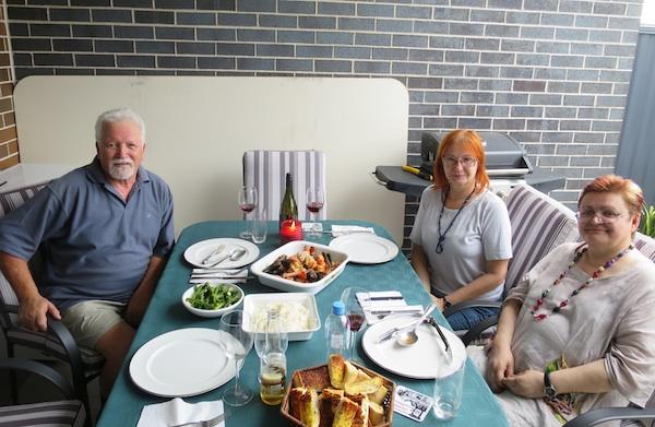 Drugi stol, druga hrana (Fotografija: Oblizeki)