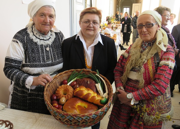Bistrajnke Nada Grgurić i Vera Grgac s urednicom OBlizeka Božicom Brkan (Snimio Miljeno Brezak / Oblizeki)