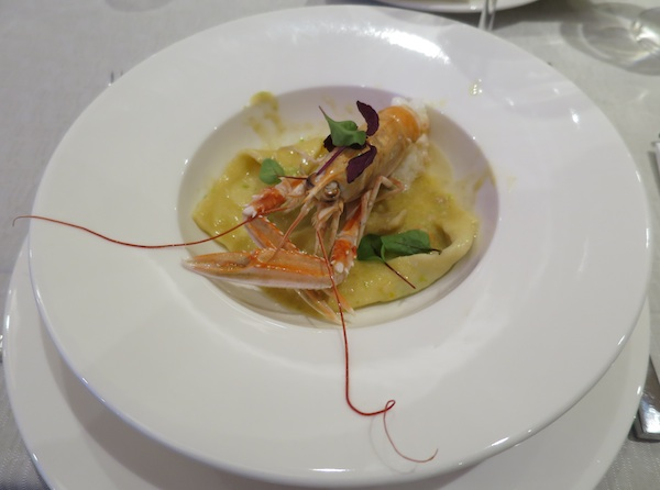 Iz restorana Diana stigoše istoimeni domaći ravioli punjeni divljim šparogama i skutom u umaku od škampa (Snimila Božica Brkan / Oblizeki)