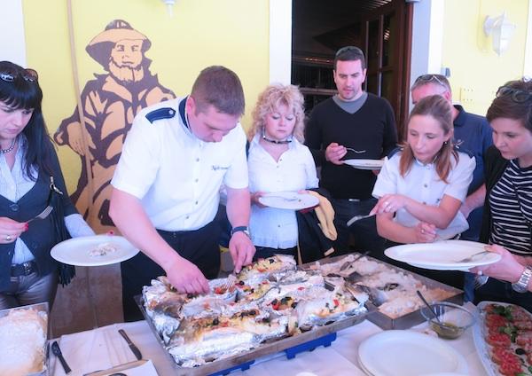 Specijalitet restorana Noštromo je, osim ribe pečene u soli, i riba pečena na boci (Snimila Božica Brkan / Oblizeki)