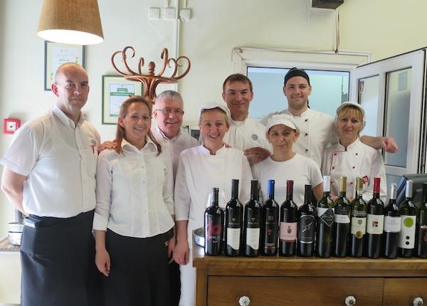 Ponosna ekipa restorana Za kantuni (Snimila Božica Brkan / Oblizeki)