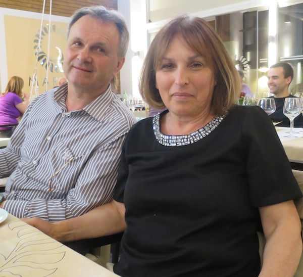 Bračni par Cvitkušić, kojima su većina kuhara i konobara svečane večeri bivši učenici (Snimila Božica Brkan / Oblizeki)