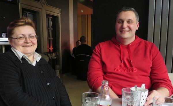 Urednica Božica Brkan s etnografom Tiborom Martanom, novim suradnikom Oblizeka, autorom zanimljivoga istraživačkog članka ifotografija (Snimio Miljenko brezak / Oblizeki)