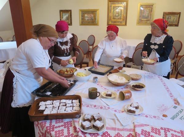 Predstavljanje uživo: priprema tradicionalne Bregovske pite iz Koprivničkih Brega (Snimio Miljenko Brezak / Oblizeki)