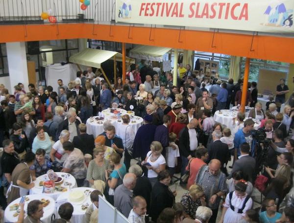 Radoznale publike na slatkome festivalu, srećom, nikad ne nedostaje (Snimio MIljenko Brezak / Oblizeki)