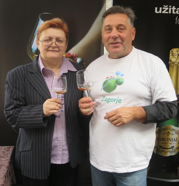 Urednica Oblizeka Božica Brkan imalaje čast ponovno nazdraviti svjetskim vinima Bodren s njihovim kreatorom Borisom Drenškim (Snimio Miljenko Brezak / Oblizeki)