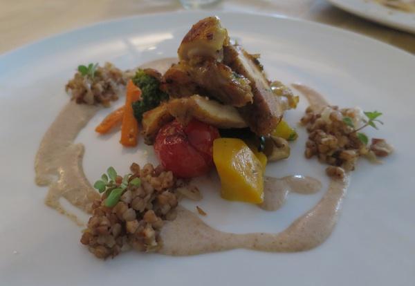 Glavno jelo nadahnuto kokoši Hrvaticom u izvedbi trećenagrađenoga Mislava Božića (Snimila Božica Brkan / Oblizeki)