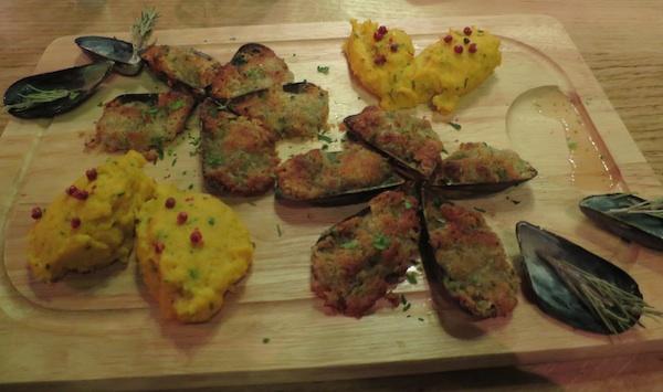 U Pivani jela poslužuju na drvenim platama (Fotografija Oblizeki)
