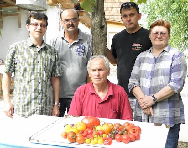 Ocjenjivački sud: dr. Benko, Jozo Gelo, Ribert Slezak i Božica Brkan, sjedi Mićo Vrkanović (Fotografija Brkanović)