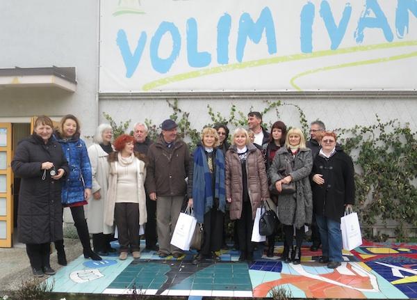 Novinari sudionici studijskog obilaska ispred ivanićgradske Turističke zajednice (Oblizeki)