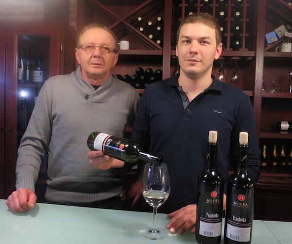 Dva naraštaja vinarske obitelji Mikša: drygi Vlado i treći Ante (Fotografija Miljenko Brezak / Oblizeki)