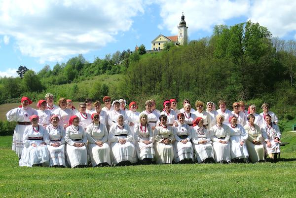 Za uspomenu: sve sudionice 10. babičkih kolača u Zagorskim Selima (Fotografija Miljenko Brezak / Oblizeki)